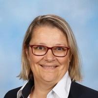 Mrs Lisa Dixon